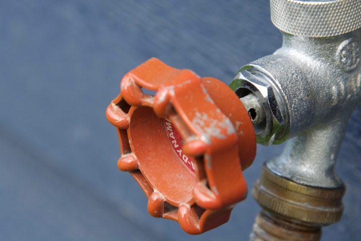 La vanne d'arrêt est essentielle sur la plomberie